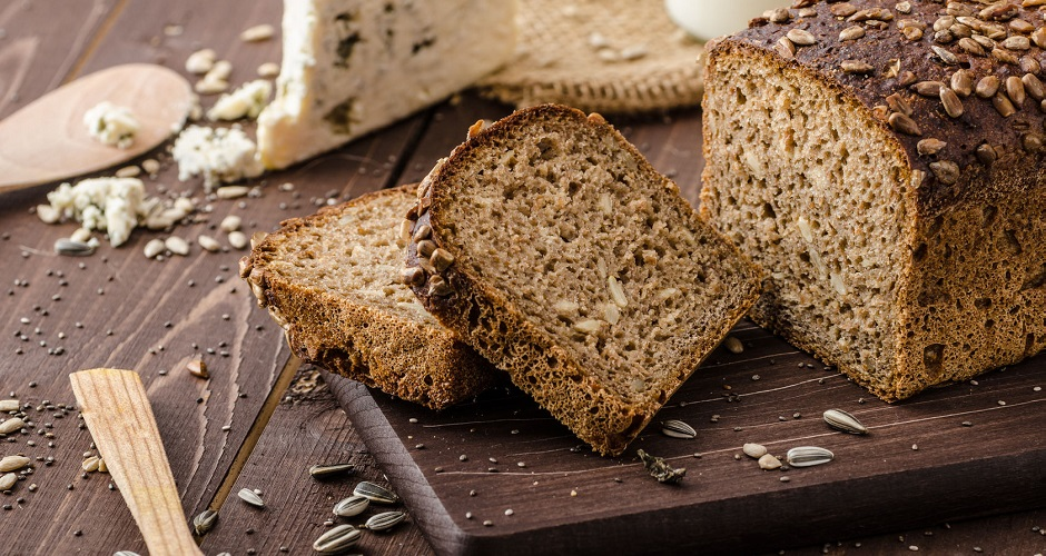 41573629 - whole wheat bread with seeds