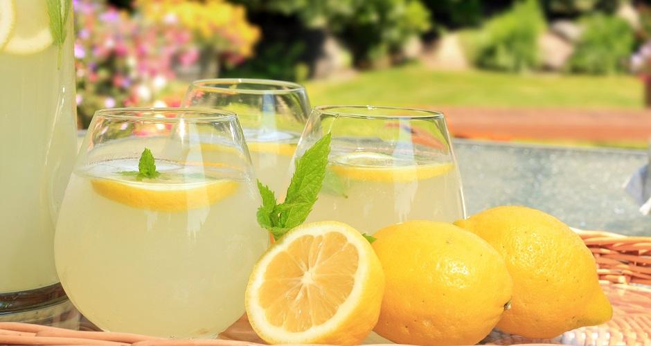 7231096 - freshly squeezed lemonade.