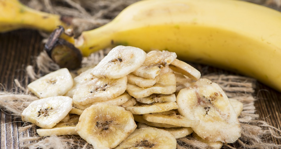 25958618 - portion of dried banana chips (sweet snack)